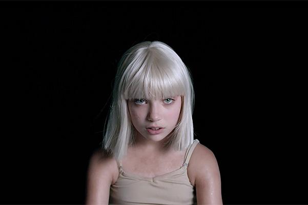 Большие девочки плачут: новое видео Sia с Мэдди Зиглер в главной роли